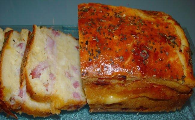 Bolo de queijo e fiambre
