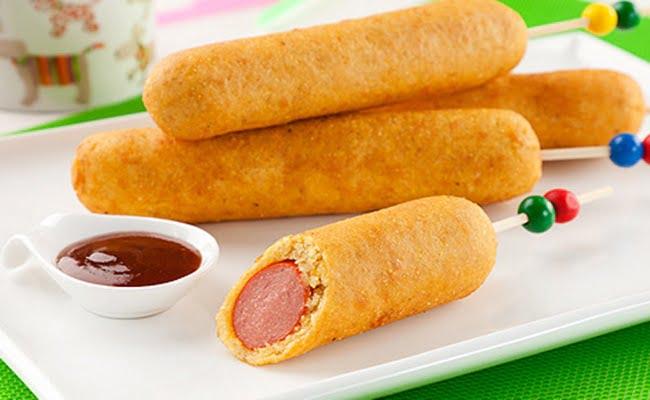 Corn Dog Enroladinho de Salsicha Frito no Palito