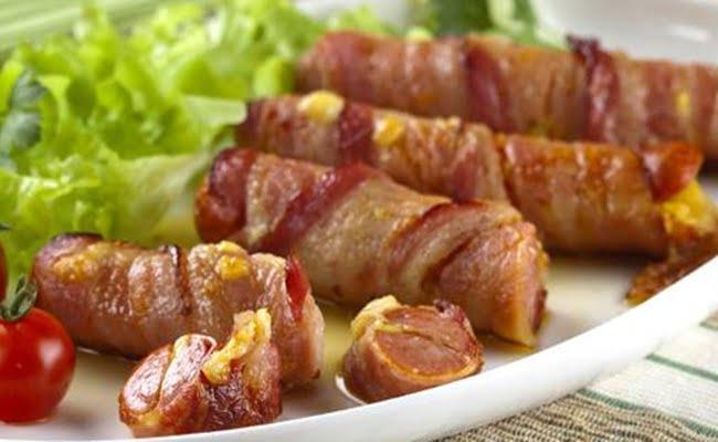 Receita de Enroladinho de salsicha em queijo e bacon