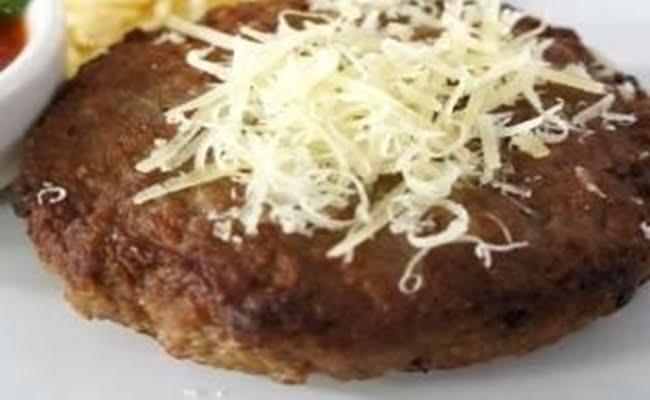 Receita de Hambúrguer de pernil com cebola refogada