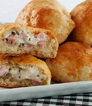 Receita de Pão de Batata com Peito de Peru e Requeijão