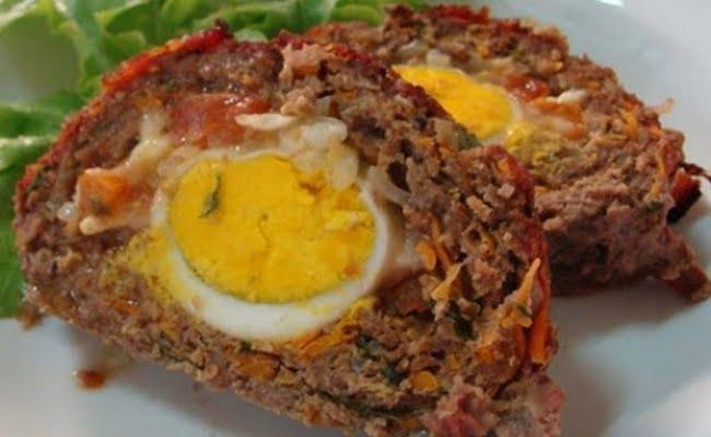 Rocambole de carne moída com ovos