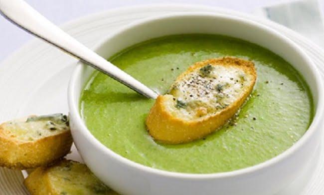 Receita de Sopa de Brócolis com Queijo Cheddar