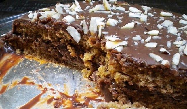Receita de Bolo de Ameixas Pretas com Recheio e Cobertura de Chocolate