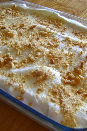 Receita de Doce de bolacha com leite condensado, aprenda como fazer uma sobremesa simples e fácil, um bolo doce com bolacha e leite condensado.